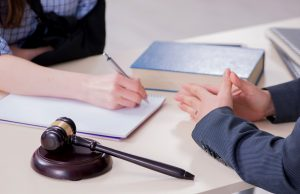 5 Major Factors To Consider When Selecting A Lawyer